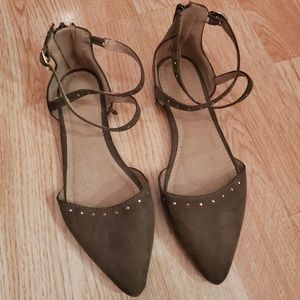 Olive strappy pointed sandals! New